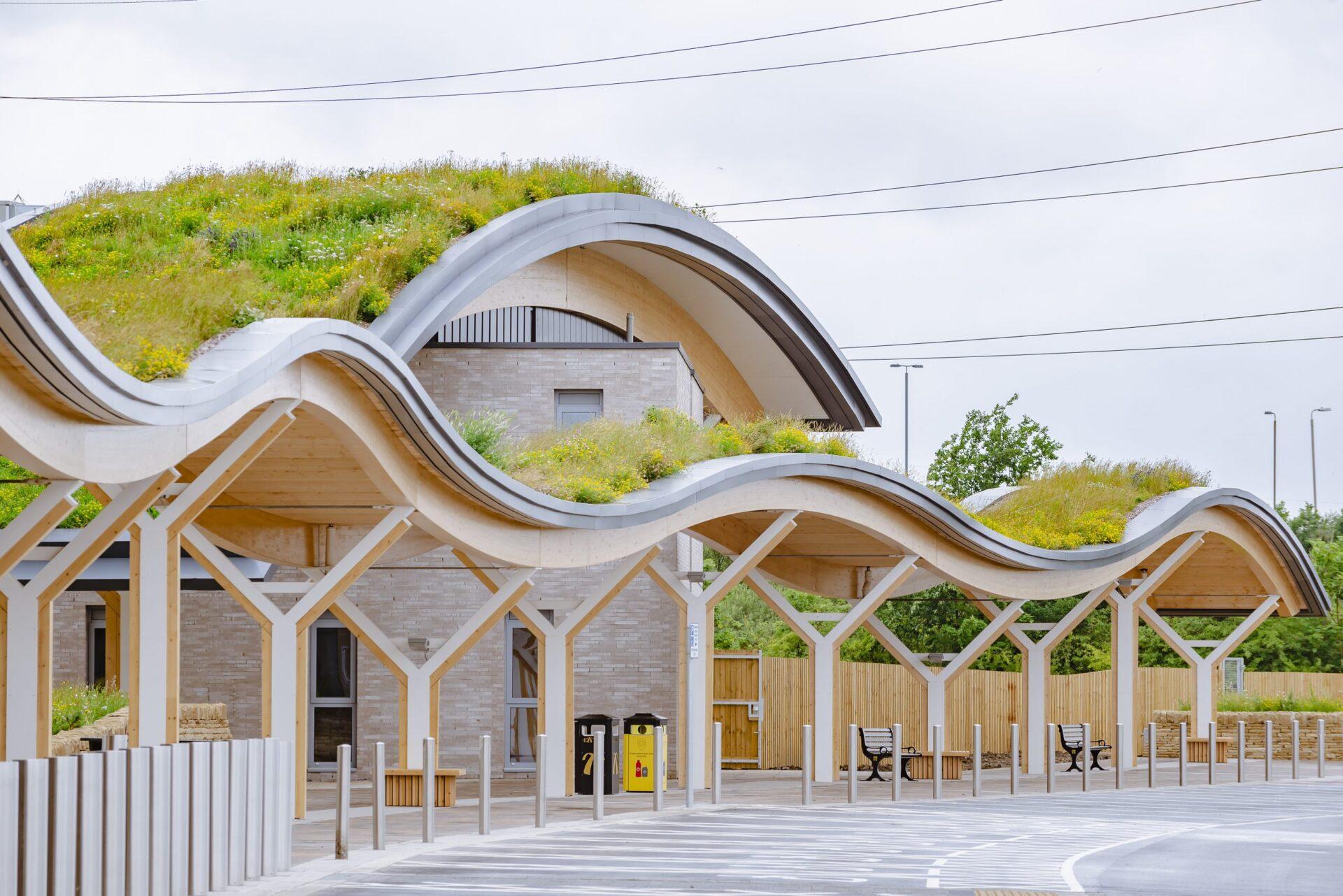 Un nou concepte d'àrea de servei d'autopista: acollidora i sostenible gràcies a la fusta certificada PEFC